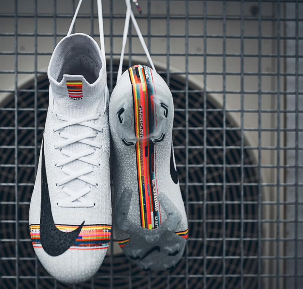 chaussures de football adaptées aux terrains en herbe
