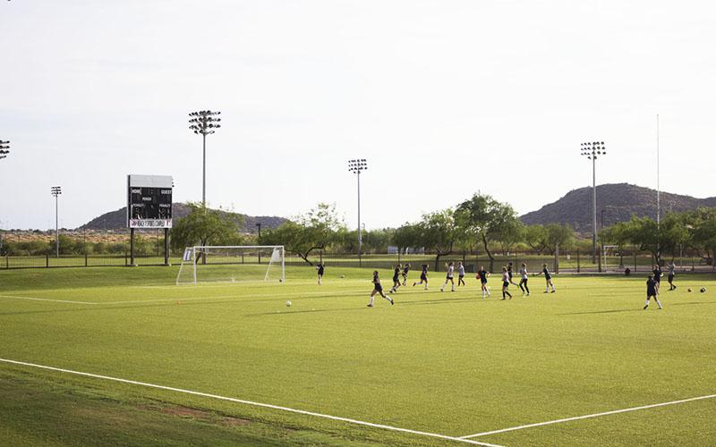 Équipe sportive passant des tests de recrutement devant des recruteurs