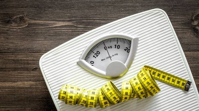poids de forme au sport avec une balance
