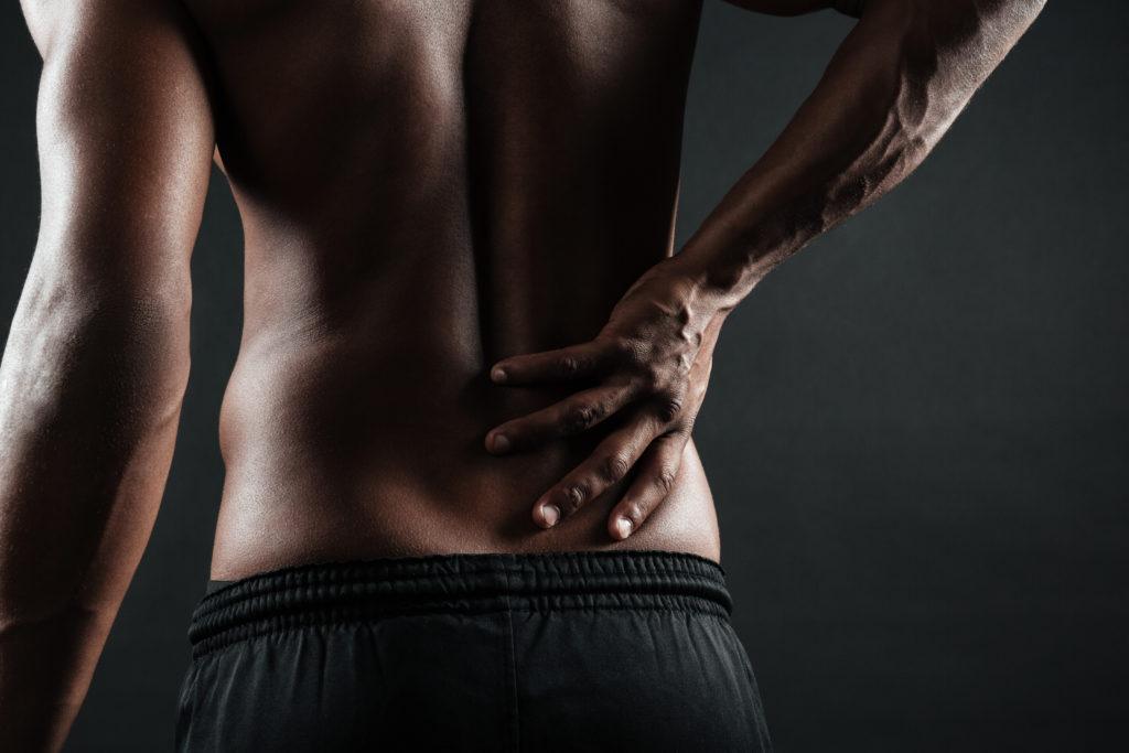 sportif-homme-douleur-récupération-dos-effort